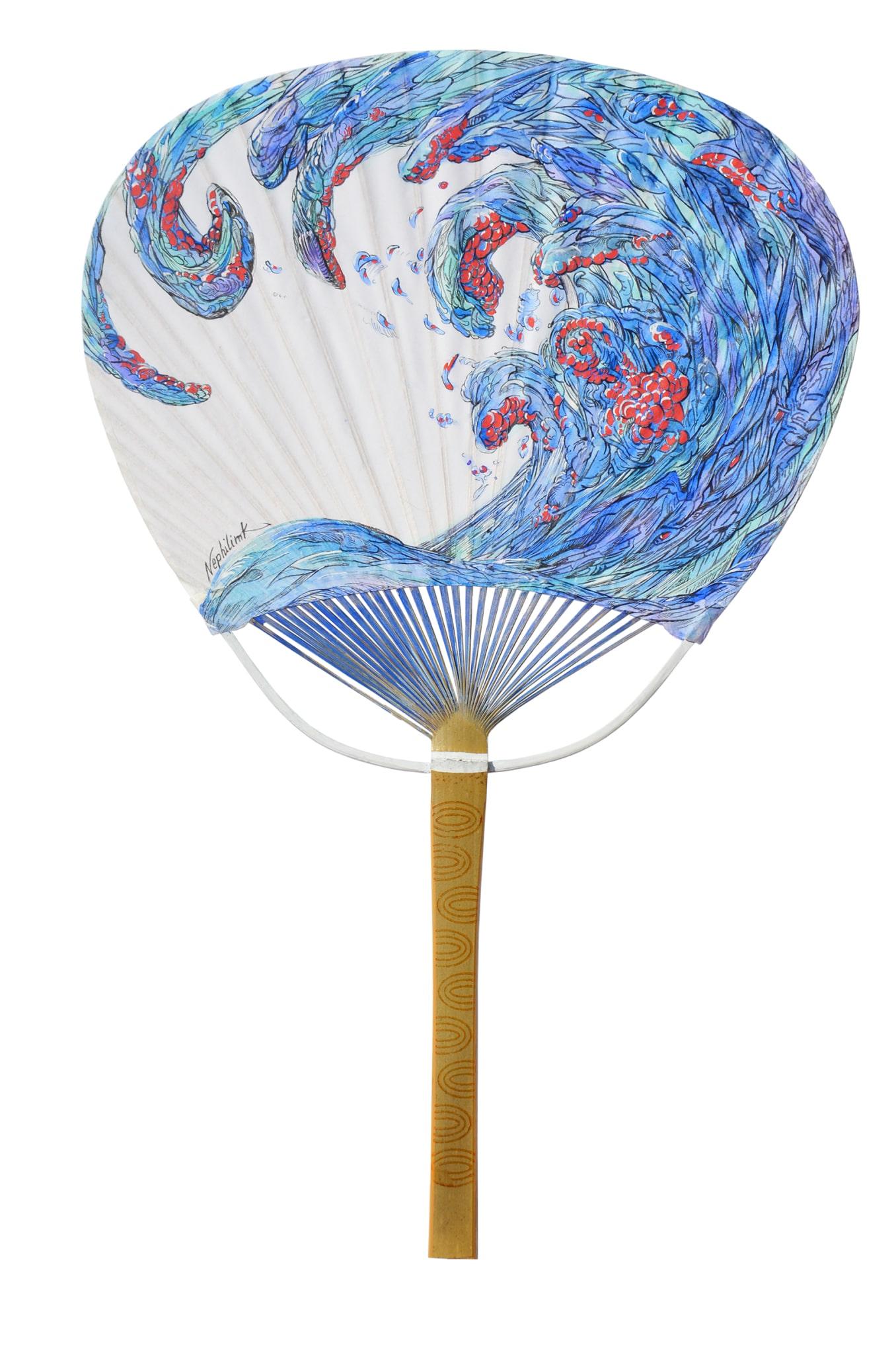 uchiwa peint par l'artiste Marie-Catherine Arrighi - vente caritative organisé par l'ong BLOOM -reference à La Vague d'Hokusai